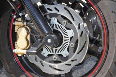 Cómo mejorar los frenos de tu moto trail y maxi-trail